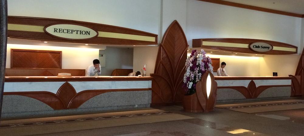 ルネッサンス沖縄のレセプションとクラブサビー専用チェックインカウンター