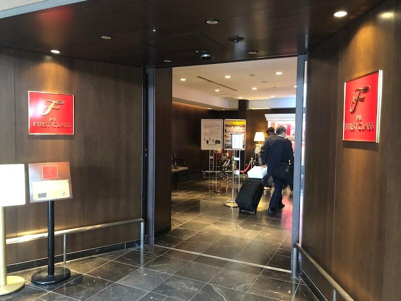 JAL国内線ファーストクラスチェックインカウンター