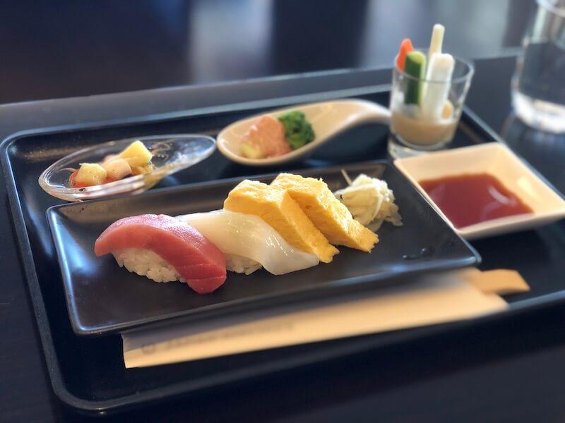 成田空港 JALファーストクラスランジで食べた寿司